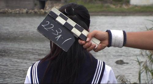 夏美、カチンコ、後ろ姿s.jpg