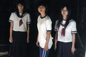 暗闇の3人s.jpg